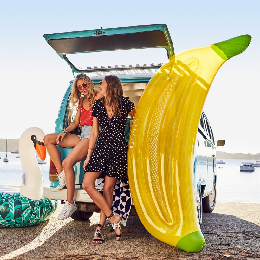 Sunnylife luxe luchtbed Banaan
