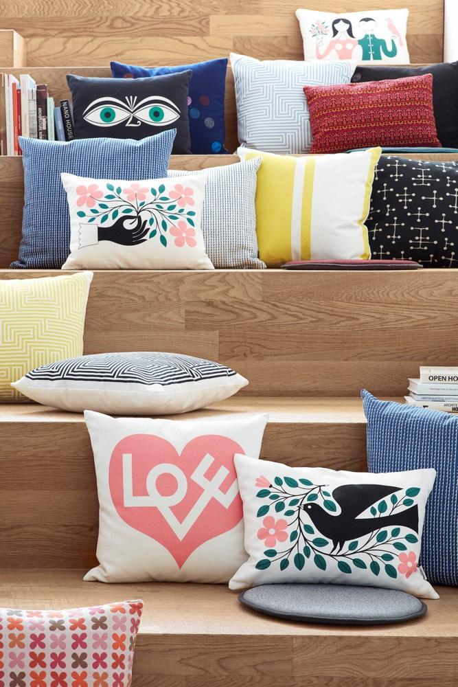 vitra kussen hand. Black Bedroom Furniture Sets. Home Design Ideas