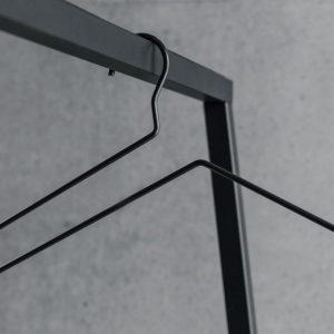 BEdesign Lume kleerhanger zwart
