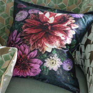 Designers Guild kussen Dahlia Noir Fuchsia