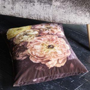 Designers Guild kussen Le Poeme De Fleurs Rosewood