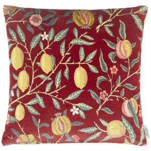 Morris & Co kussen Fruit Velvet Madder-Bayleaf