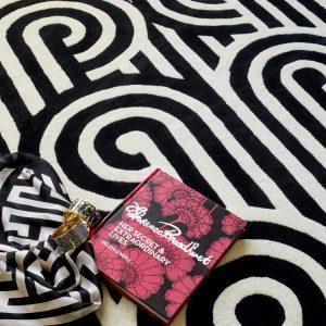 Florence Broadhurst tapijt Turnabouts Black
